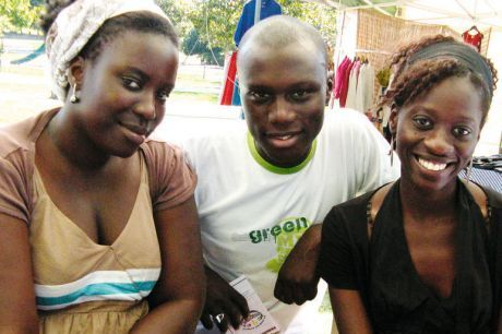 Oumy Lo, Diop Ibrahima et Ndao Ndiapaly aident les petits africains au sein de l'association La cour des enfants. PHOTOS H. P.