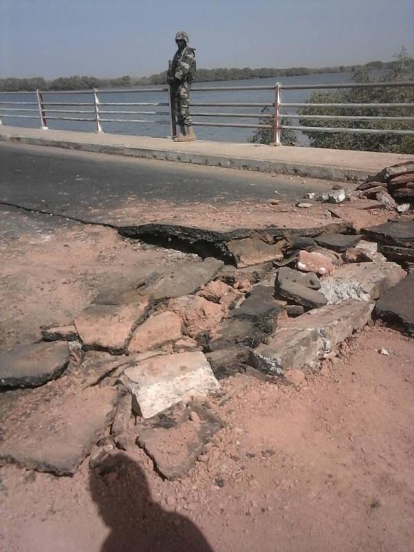 """Attaque du Pont de Niambalang: """"Tout va rentrer dans l'ordre dans les prochaines heures"""", assure l'Armée"""
