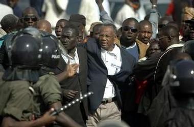 « Quand la police sénégalaise érige la barbarie, En règle, c'est qu'au sommet il y'a un bourreau. »