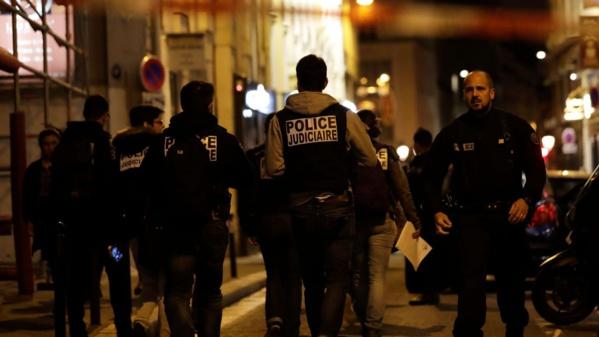 Attaque au couteau à Paris : l'assaillant, tué, a crié «Allah Akbar» (...) l'EI revendique l'attaque
