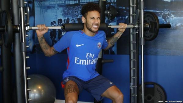 """Neymar """"bien, à l'aise"""" lors de son retour à l'entraînement"""