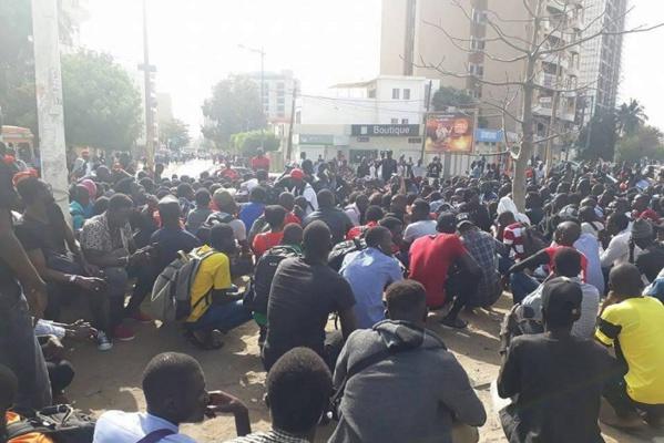 Avenue Cheikh Anta Diop : Les forces de l'ordre désertent, les étudiants font la pluie et le beau temps
