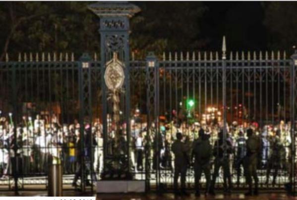 Dernière minute: ça chauffe au Palais, plusieurs étudiants arrêtés...