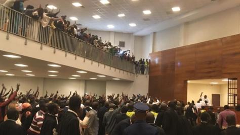 Procès en appel : Les partisans de Khalifa Sall improvisent un meeting à l'audience