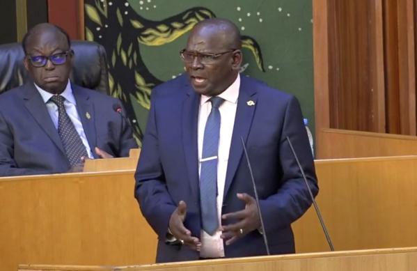Aymerou Gningue fait des précisions sur le parrainage : « La loi constitutionnelle n'est pas retirée, elle a été votée et promulguée »