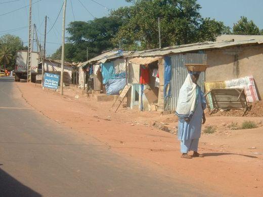 Face aux manquements dans leur localité, les populations de Mlomp marchent ce vendredi.