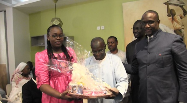 Senelec a procédé à la remise de chèques aux 40 familles sinistrées de la Cité Trésor de Golf à Guédiawaye