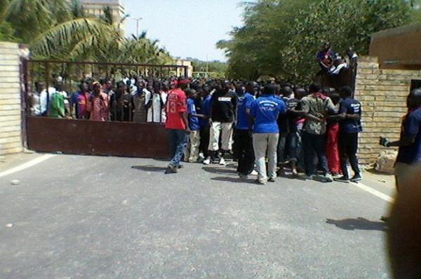 Les étudiants de l'UGB poursuivent la grève illimitée