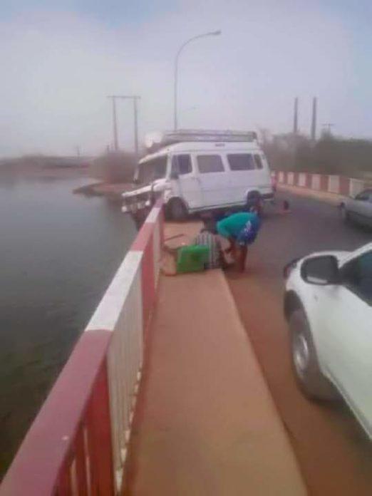Kaolack : Spectaculaire !  Un car s'incruste dans le pont Serigne Bassirou Mbacké.