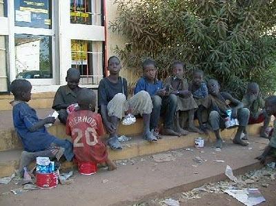 Pour Aminata Sow Fall «La pauvreté ne saurait justifier la mendicité abusive »