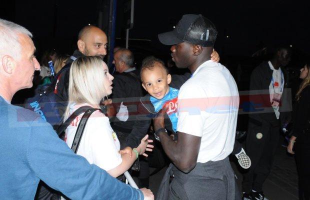 5 photos : Kalidou Koulibaly reçoit la visite de sa femme et son fils