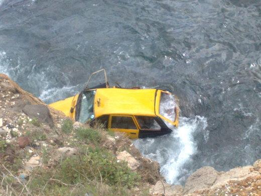 Mystère : Un taxi jeté dans les eaux de la plage à la corniche Ouest