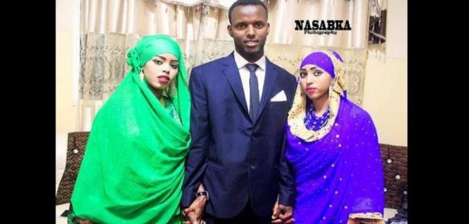 Somalie : un homme épouse ses deux femmes le même jour (vidéo)