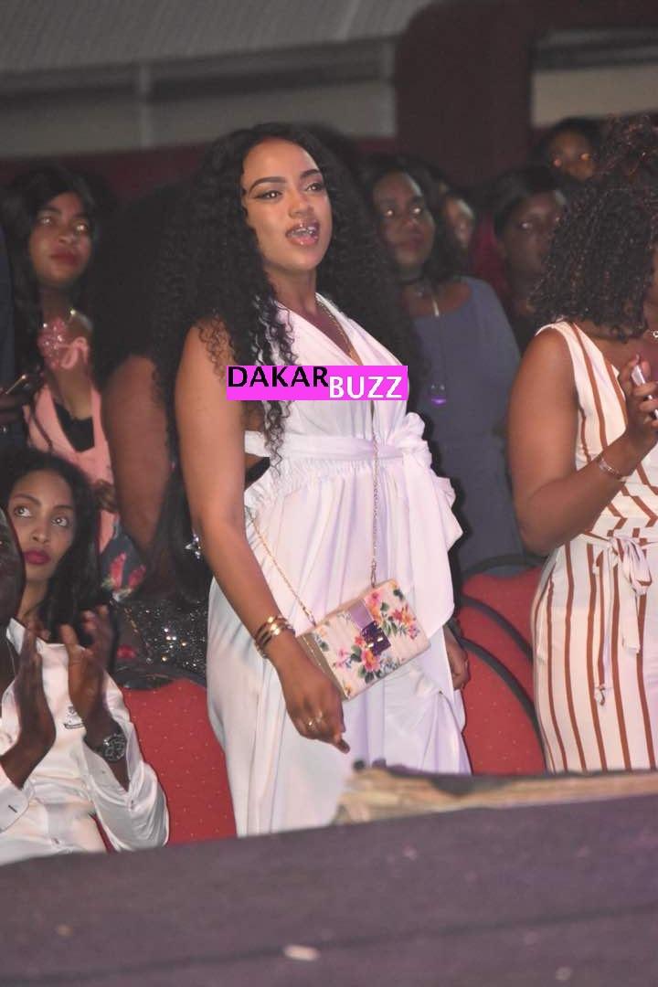 Photos : Bineta Sakho, l'épouse chérie de Bouba Ndour illumine le concert de Youssou Ndour
