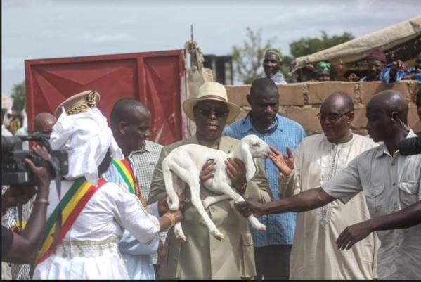 Macky alloue 1 milliard FCFA aux éleveurs victimes des intempéries