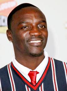 Akon parle de sa foi : «Je ne fume pas, je ne bois pas d'alcool et je prie cinq fois par jours»