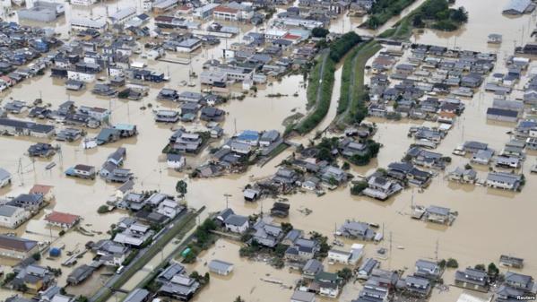 Une zone inondée est observée après de fortes pluies à Kurashiki, préfecture d'Okayama, au Japon, le 8 juillet 2018. (Kyodo / via Reuters)
