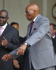 Guinée : le président Wade en sapeur-pompier