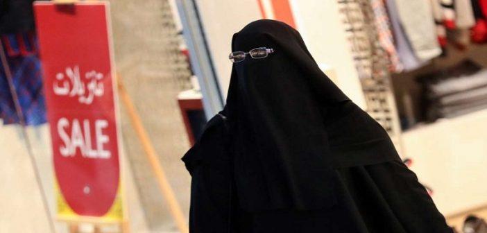 duba un homme s habille en burqa pour espionner sa femme infid le. Black Bedroom Furniture Sets. Home Design Ideas