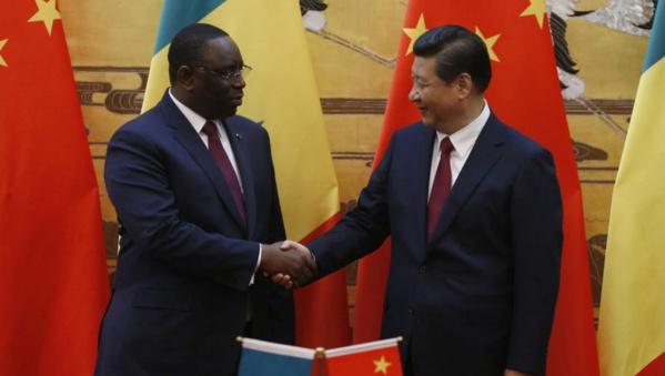 Les présidents Xi et Sall, en 2014 à Pékin.