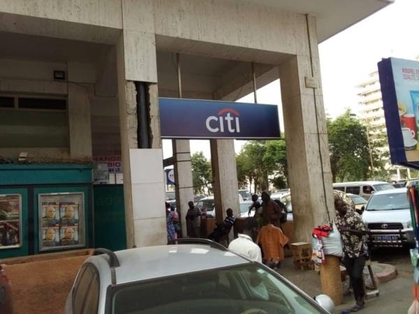 URGENT : Pour une créance de 1 milliard FCFA, le matériel de Citibank Sénégal sise à la Place de l'Indépendance saisi par huissier
