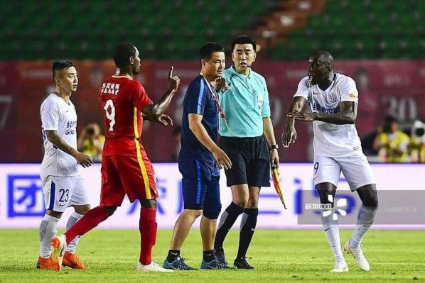 Victime de racisme: Demba Ba demande à la fédération chinoise de sévir contre son insulteur