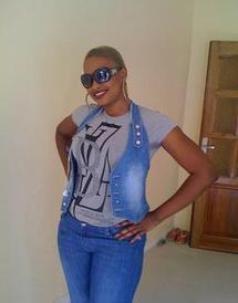 """[Vidéo] Mbathio Ndiaye accusée de vol d'un portable chez Ndèye Guèye, se défend : """"Mes consoeurs m'envient"""""""