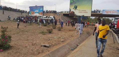 """Accident: Un bus """"Tata"""" tombe de l'échangeur de la Patte d'Oie et fait plusieurs blessés"""
