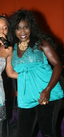 Info : La chanteuse Ndiollé Tall demande le divorce et ne veut plus voir son mari vendeur de portable