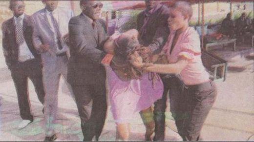 Info Walf Grand Place-Photos : Le mannequin Ndack se bat publiquement avec une autre fille