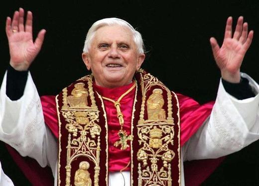 Révolution : Benoît XVI est le premier pape à accepter (dans certains cas) l'usage du préservatif pour prévenir le sida.