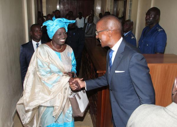 Réponse de Mimi Touré à Abdoul Mbaye : Avec ses 7000 voix aux législatives de 2017, il a du pain sur la planche pour être candidat à la candidature!