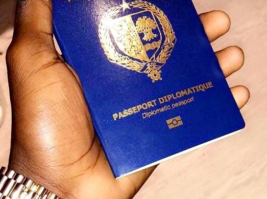 Scandale : le fils du responsable Apr de Touba Pathé Diakhaté « délivre » un passeport diplomatique à la fille de Ablaye Mbaye Pekh, indignation des Sénégalais du Web