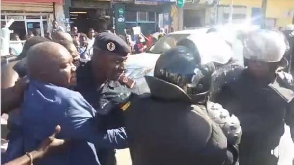 Urgent: Sit-in de l'opposition; Omar Sarr arrêté par la Police
