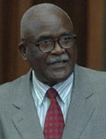"""Ousmane Sow Huchard présente son nouveau livre qui coûte 25.000 francs Cfa : """"le masque kanaga des Dogons de Sanga''"""