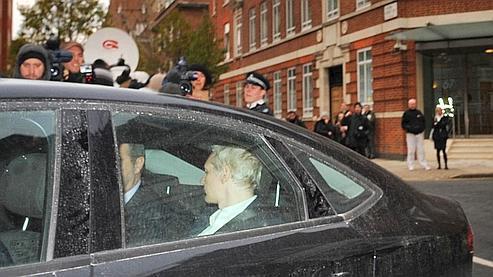 Assange, le fondateur de Wikileaks, reste en prison