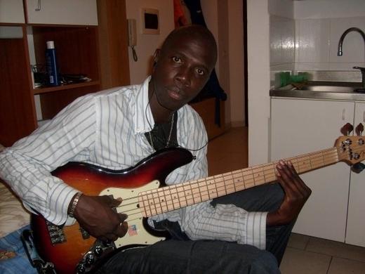 """Modou Diagne chanteur Sénégalais basé en Italie: """"J'ai joué la première partie de Youssou Ndour en Italie"""""""