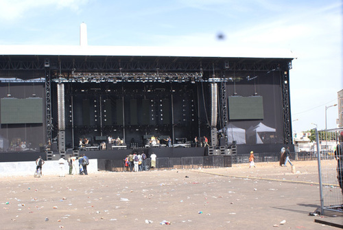 IMPRESSIONNANT PLATEAU MUSICAL INSTALLÉ À LA PLACE DE L'OBÉLISQUE : Une scène de 43 mètres de long, 15 mètres de large et 12 mètres de hauteur