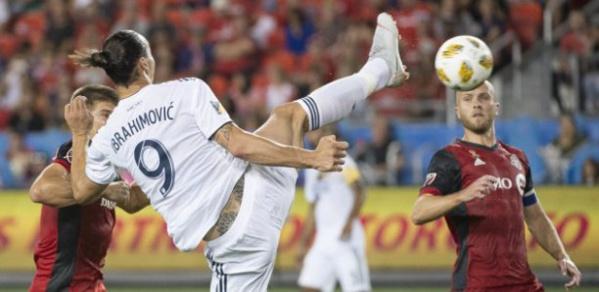 Los Angeles Galaxy: Le but d'extraterrestre de Zlatan Ibrahimovic pour sa 500e réalisation chez les professionnels