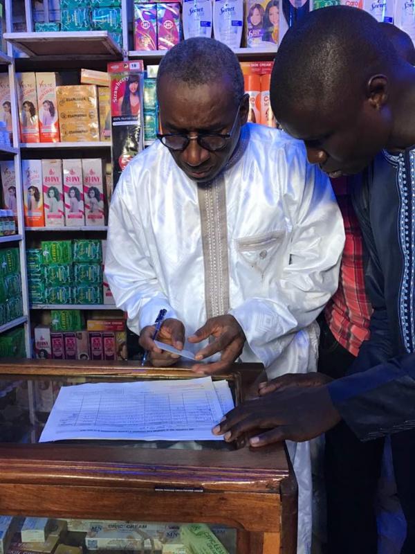 Me Sidiki Kaba Délégué Régional va au contact des populations pour la collecte des parrainages