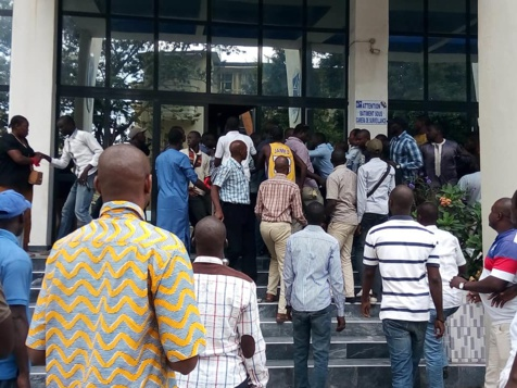 Poste:  l'Assemblée générale des travailleurs vire à la bagarre, plusieurs blessés (images)