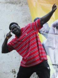 Yekini fait vibrer ses nombreux fans venus le voir à l'école Medina