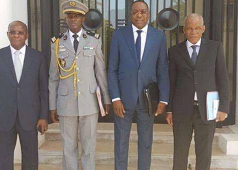 Cheikh Tidiane Sall à gauche