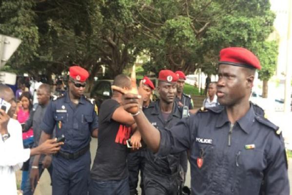 Manifestation devant l'Ambassade de France : Six personnes, dont Guy Marius Sagna arrêtées…