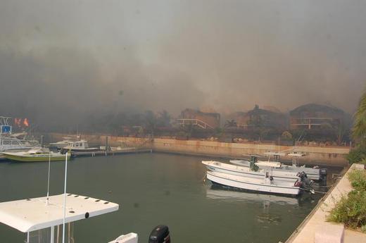 Photos : Les premières images de l'incendie du Lamentin Beach