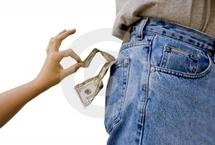 INSOLITE : La main du voleur, dans la poche d'un colonel