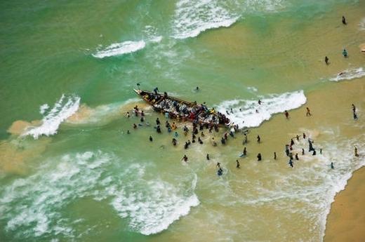Exploitation de la mer: les licences de pêches sont faites pour piller les mers.