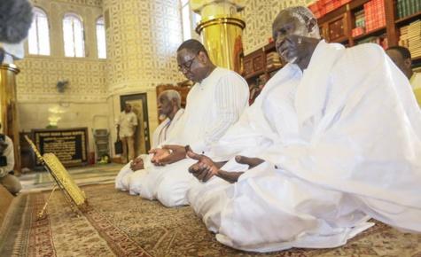 Photos : Le Président Macky Sall a effectué la prière du vendredi à la Grande Mosquée de Touba