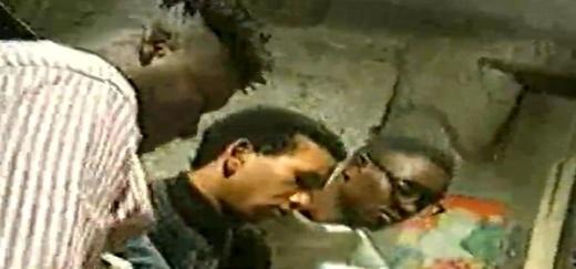 Info-Photos / Des modou modou tournent un film porno avec des italiennes : Les sénégalais se relaient sur les deux femmes blanches