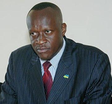 """[PHOTOS] : Un ministre rwandais contraint de démissionner a causes de photos """"sexy"""""""